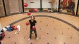 Tristan Bruin juggling 5 footballs in Zaandam Rozenhof